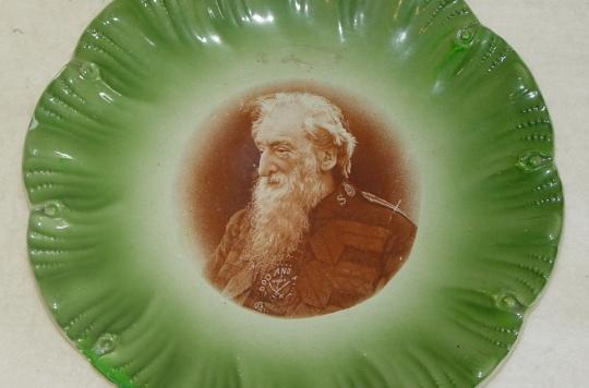 Green plate with image of William Booth in centre