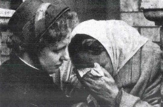 Major Dorothy Graham comforting a grieving relative at Aberfan